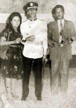Hugo Chávez con su mamá, Elena Frías, y su papá, Hugo de los Reyes Chávez, cuando se graduó de teniente en la Academia Militar de Caracas el 5 de julio de 1975.