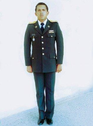 Aquí en 1982, antes de tomar su título como capitán. Nuca se imaginó que al final su decisión de hacerse soldado lo llevaría a la presidencia de su país.