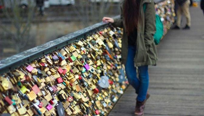 """París eliminará de forma permanente """"los candados del amor"""" del Pont des Arts"""